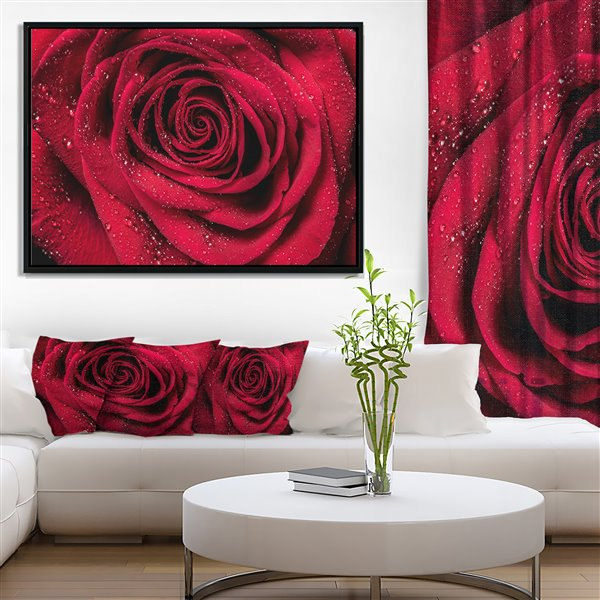 """Toile imprimée encadrée, pétales de rose rouge, 32"""" x 42"""""""