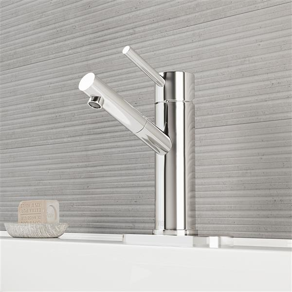 Single Hole Bathroom Faucet With Deck Plate - Chrome