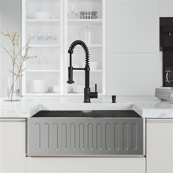 Évier de cuisine de 30 po acier inoxydable Oxford avec robinet et distributeur de savon Edison, noir