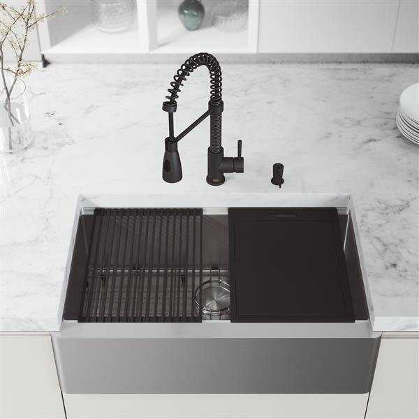 Évier acier inoxydable Oxford de 33 po, robinet Brant noir, distributeur savon