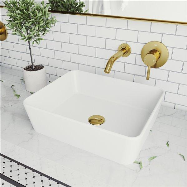 Lavabo de salle de bains blanc mat Marigold de VIGO, robinet or mat, 17,75 po