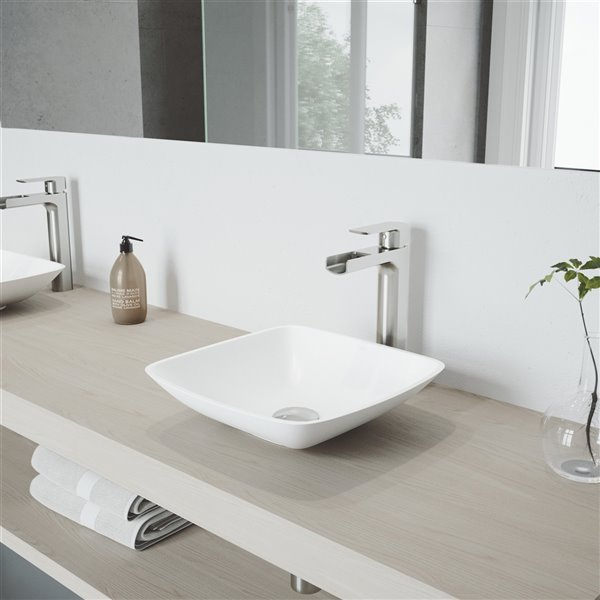 Lavabo de salle de bains Hyacinth de VIGO, robinet nickel brossé, 13,75 po