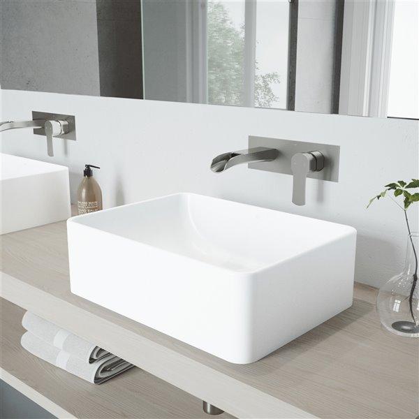 Lavabo pour salle de bains blanc mat Amaryllis de VIGO, robinet nickel brossé, 19,75 po