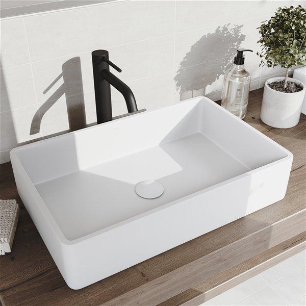 Lavabo de salle de bains blanc mat Magnolia de VIGO, robinet noir mat, 21,25 po