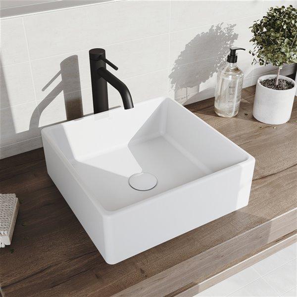 Lavabo de salle de bains blanc mat Dianthus de VIGO, robinet noir mat, 14,5 po